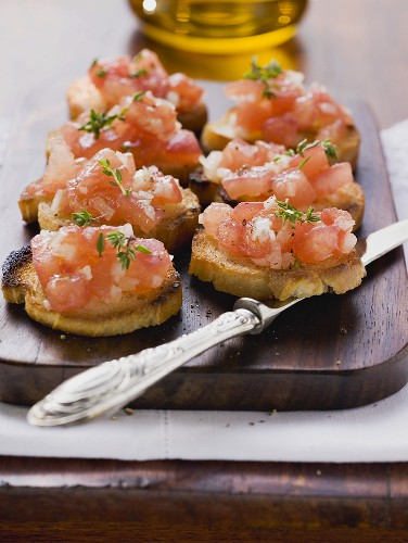 00958792 - Bruschetta (toasted bread with tomatoes and garlic, Italy)