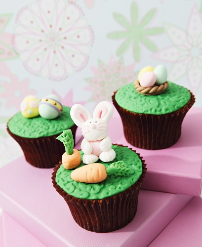 Easter cupcakes with fondant icing decorations