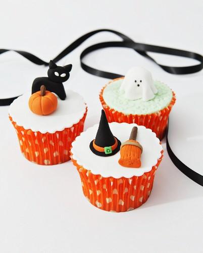 Halloween-Cupcakes mit Fondant-Deko
