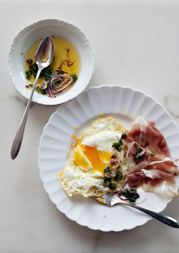 Fried eggs with ham