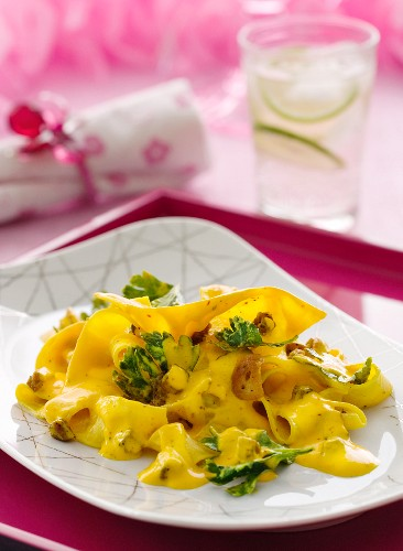 Pappardelle with saffron sauce, garlic and parsley