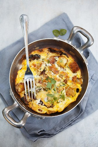 Frittata contadina (omelette with courgette, bread and herbs)