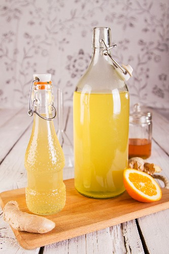 Selbstgemachter Ingwersirup mit Orange und Honig