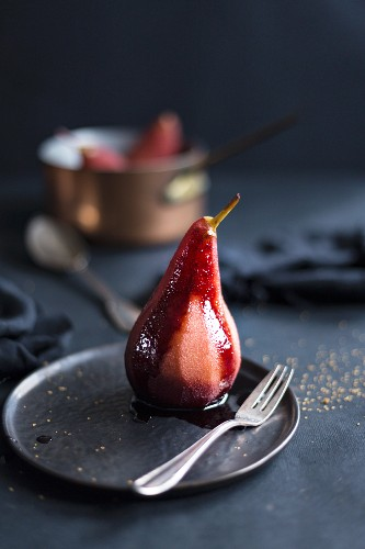 Poached pear in port wine with spices
