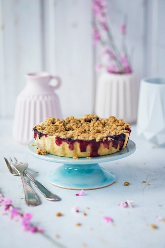 Berry crumble on a cake stand