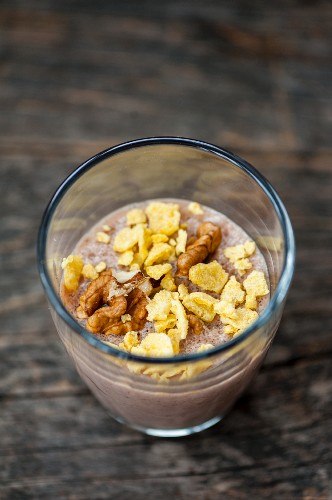 Cocoa pudding with walnuts and flakes in a glass