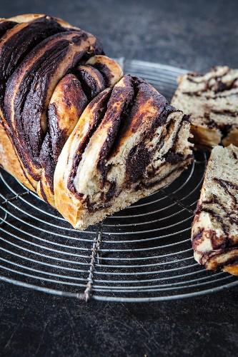 Babka (yeast cake with banana and chocolate)