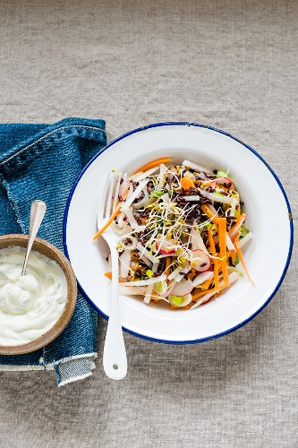 Black rice and carrots salad