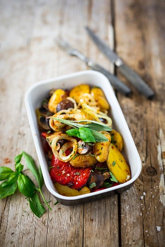 Oven-baked vegetables (red pepper, potatoes and mushrooms)