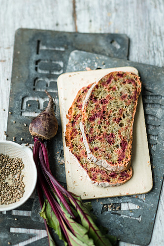 No-knead beetroot bread with hemp seeds
