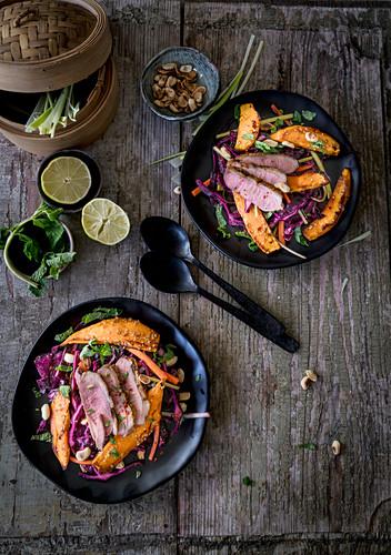 Asiatischer Rotkohlsalat mit Entenbrust
