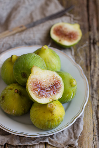 Fresh figs on a vintage plate