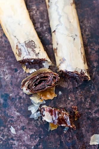 Baklava mit Schokoladenfüllung (Filoteiggebäck, Balkan, Naher Osten)