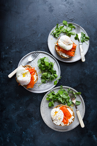 Brown rolls smoked salmon poached egg