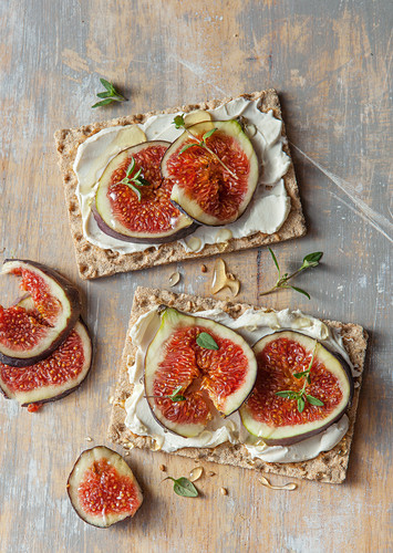 Crisp bread topped with cream cheese, figs, honey and thyme
