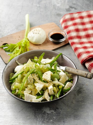 Mozzarella salad with celery