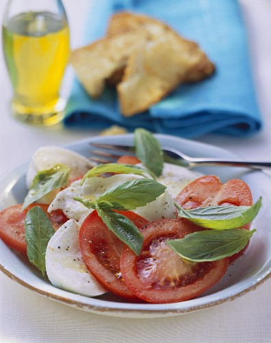 00178826 - Insalata caprese (tomato and mozzarella salad with basil, 2)