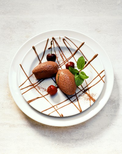 00186384         - Mocha and chocolate mousse with cherries
