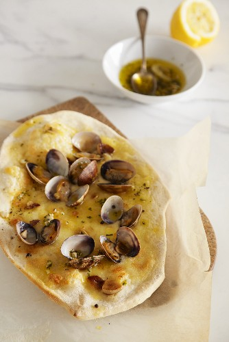 Pizza vongole with garlic and basil