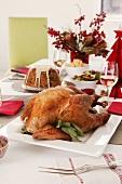 Gebratener Truthahn auf dem Weihnachtstisch