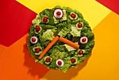 Salatteller in Form einer Uhr