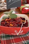 Cranberrysauce auf Weihnachtstisch (USA)