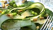 Gurkensalat mit Bohnen und Parmesan