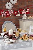 Verschiedene Gerichte am Weihnachtstisch