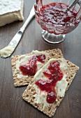 Crispbread with Camembert and jam