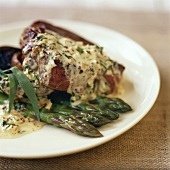 Fillet steak with tarragon and green asparagus