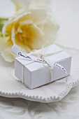 A gift box as a place card