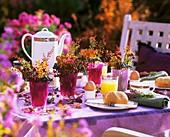 Frühstückstisch mit Herbststräusschen
