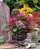 Herbstlicher Blumenstrauss mit Zierkohl