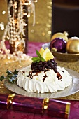Pavlova with cherry and berry sauce (Christmas)