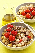 Fusilli with cherry tomatoes, tuna, red onions and garlic