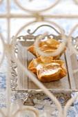 Vanilla cream in cinnamon wafer shells