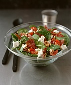 Spinach salad with ham and goats' cheese