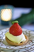 Strawberry tartlet with vanilla cream