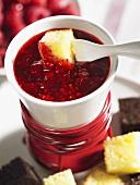 Raspberry fondue with cake