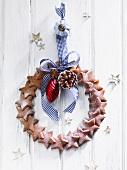 A door wreath made of gingerbread stars