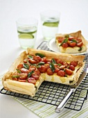 Cocktail tomato tart with basil