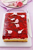 Sponge cake with wild strawberries