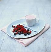 Berry yoghurt with fresh berries