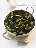 Steamed mussels with green asparagus