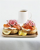 Bagel with soft cheese, smoked salmon and onions