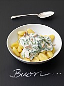 Gnocchi with spinach and cheese sauce