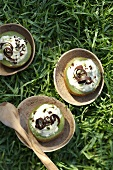 Kiwis with stracciatella cream