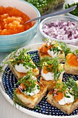 Savoury cheese slices with sour cream, caviar and dill