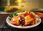 Steak and ale pie (meat pasty, England)