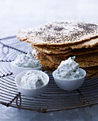 Crisp bread with herb cream cheese